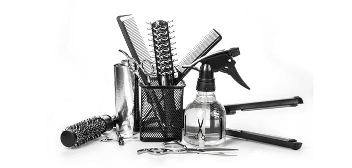 Kan vi leve af at klippe hinandens hår? Ja, det går glimrende for lokale frisører i Hammel